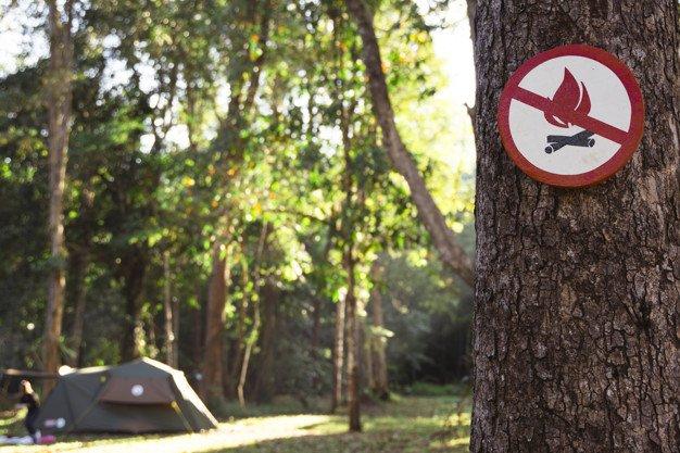panneau feu de camp interdit